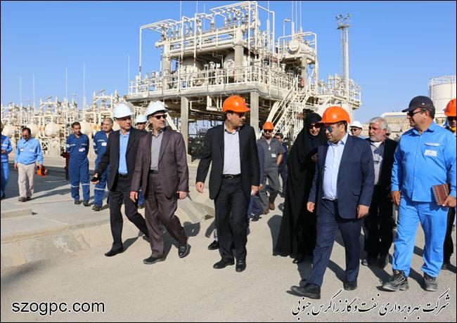 به منظور بررسی شرایط و اطمینان از آمادگی جهت تامین گاز زمستانی ، مهندس رامین حاتمی مدیر عامل شرکت نفت مناطق مرکزی ایران از منطقه عملیاتی نار بازدید کرد 5